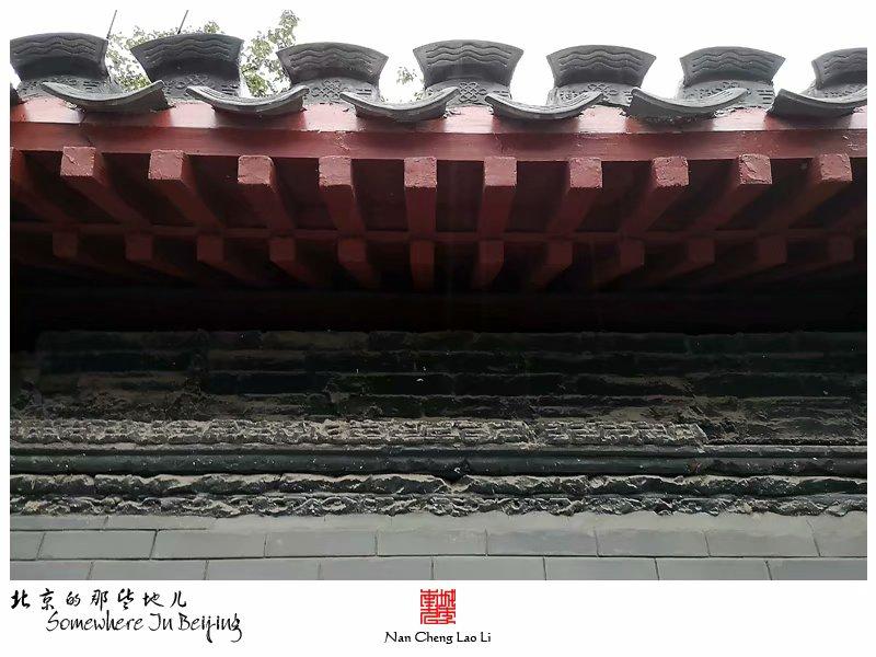 恭俭胡同位于西城区景山一带,南北走向,北起地安门西大街,南到景山后街,全长差不多有600来米,胡同西侧又另分出了五条巷,命名恭俭一、二、三、四、五巷。其中北京著名的冰窖就位于恭俭五巷,北京市文物保护单位,现在是一家冰窖餐厅,我曾经以美食寻觅的篇幅记录过这里。